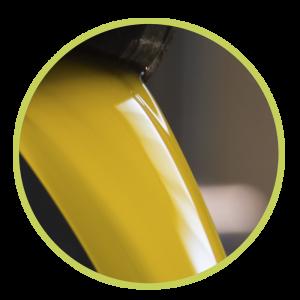 Fotografía de aceite virgen extra recién exprimido